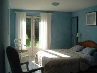 chambre plume, le prieure de mouquet Créon-Sadirac, chambre 1 lit double4, fr