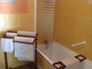 chambre plume, le prieure de mouquet Créon-Sadirac, salle de bain, fr