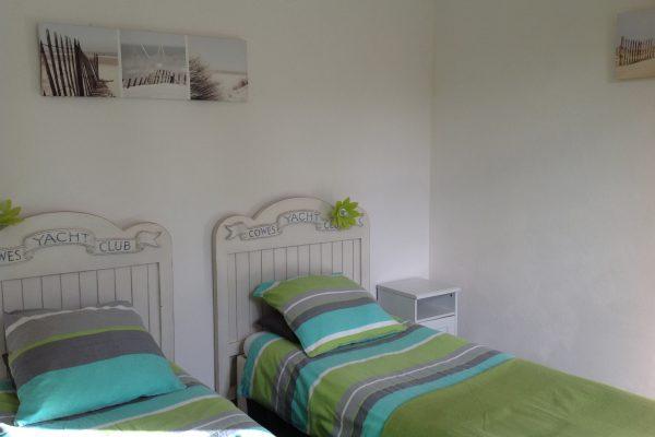 gite les hortensias, le prieure de mouquet Créon-Sadirac, chambre 2 lits simples, fr